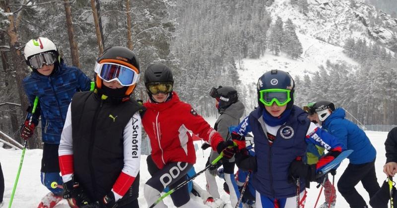 Победителями вернулись магаданские горнолыжники с соревнований, которые проходили в Красноярске и Байкальске