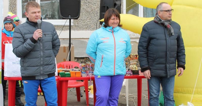 Лыжная школа имени Елены Вяльбе получила подарок от председателя Магаданской городской Думы Сергея Смирнова.