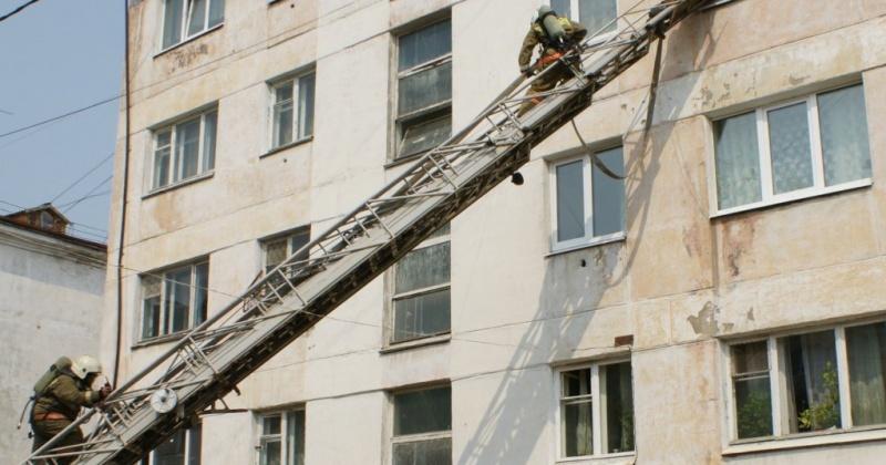 Сотрудники пожарной охраны ликвидировали загорание в квартире в поселке Мяунджа