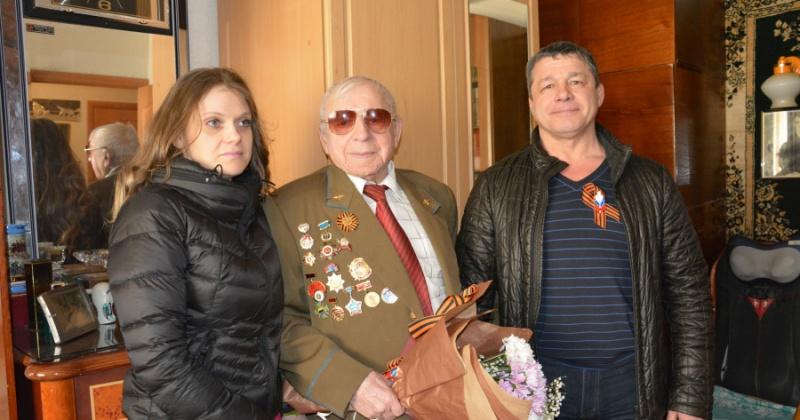 Магаданские ветераны Великой Отечественной войны продолжают принимать поздравления от депутатов регионального парламента