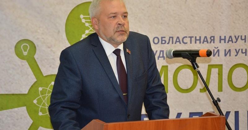 Молодежь должна иметь сильную образовательную базу, проявлять себя в научной сфере, - Андрей Зыков
