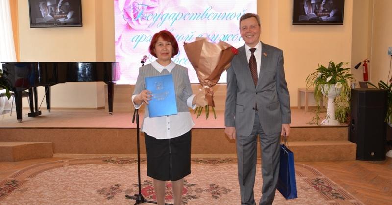 Сергей Абрамов поздравил сотрудников Государственного архива Магаданской области с вековым юбилеем службы
