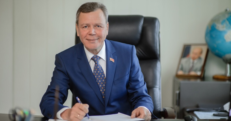 Сергей Абрамов поздравляет с профессиональным праздником всех работников библиотечной системы Колымы