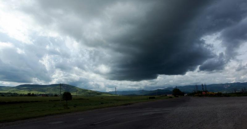 Сильный дождь и ветер ожидаются завтра в Магадане