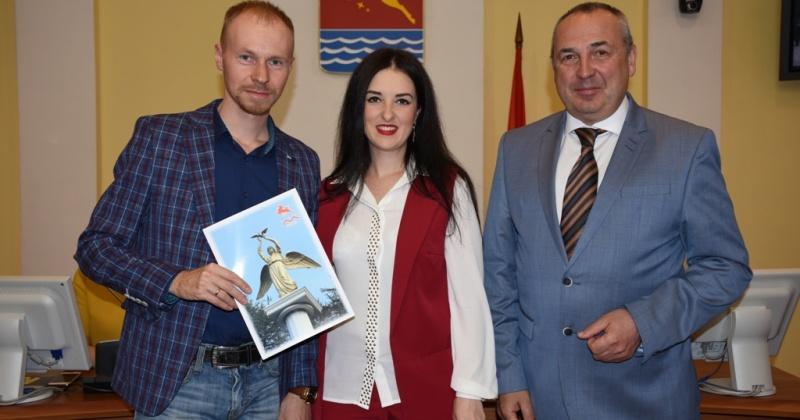 Молодые семьи Магадана получили жилищные сертификаты