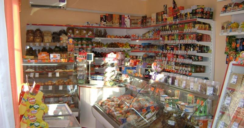 """Масло подсолнечное, муку, сыр, сахар, рыбу, цыплят-бройлеров продавали в магазине """"Елена"""" по завышенным ценам"""