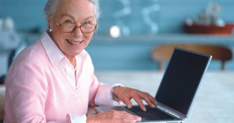 Пожилые магаданцы могут вновь пройти бесплатные курсы компьютерной грамотности