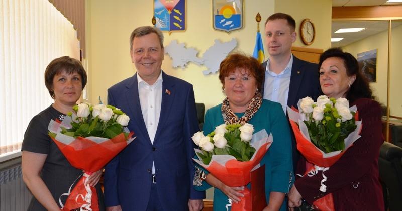 Несколько жителей Ольского городского округа были отмечены высокими наградами Магаданской областной Думы