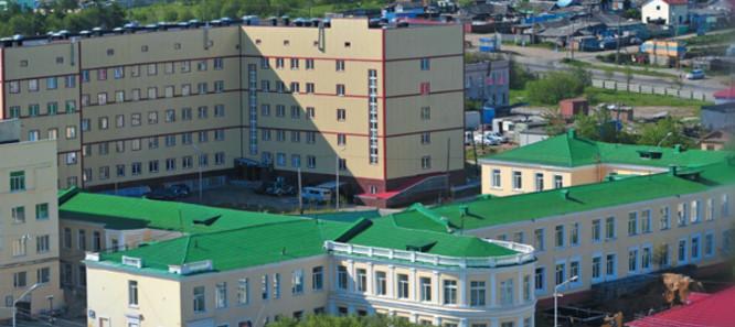 Проход на улице Гагарина, ведущий к Магаданской областной больнице, закроют с 15 июля