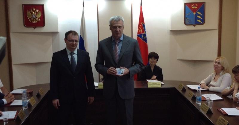 Магаданская областная избирательная комиссия сегодня зарегистрировала еще двух кандидатов на пост губернатора Колымы