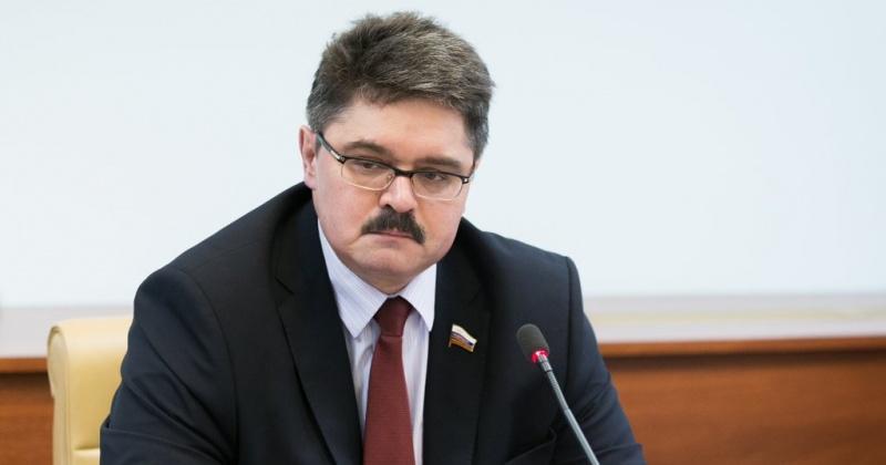 Российский триколор объединяет миллионы россиян разных национальностей, вероисповедания, политических взглядов - Анатолий Широков