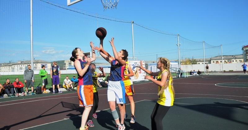 На участие в открытом турнире по стритболу подали заявки около 30 магаданских команд