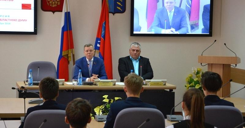 Ученики английской гимназии временно заняли места колымских парламентариев