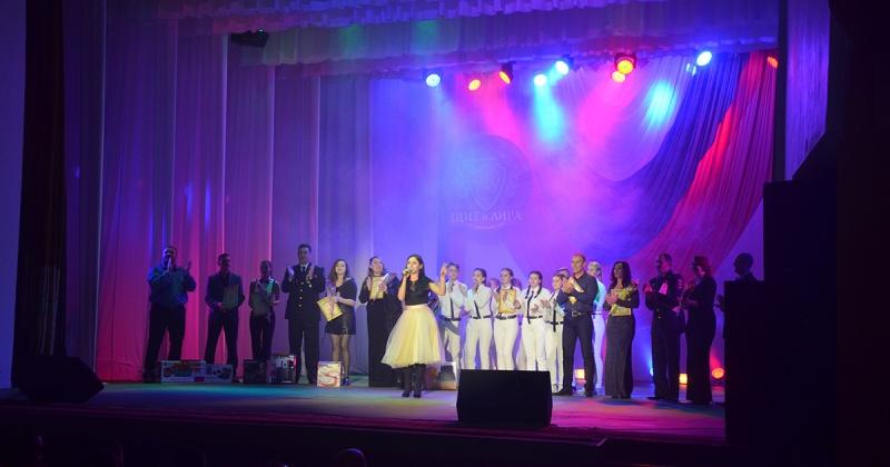 20 полицейских Магаданской области продемонстрировали свои таланты на сцене