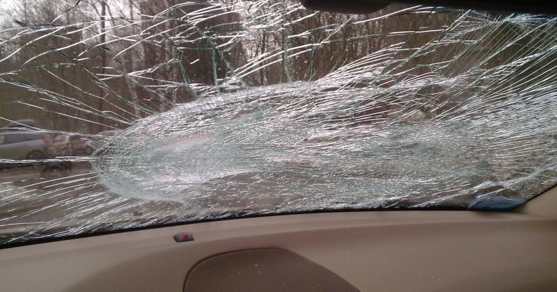 Пострадавшего водителя вытащили магаданские спасатели из автомобиля
