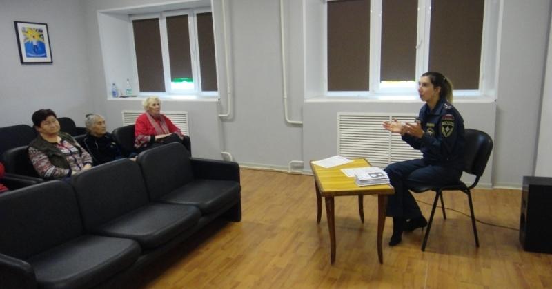 Магаданским пенсионерам рассказали о правилах пожарной безопасности и действиях в случае ЧС