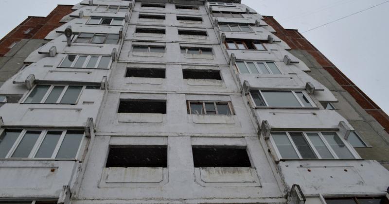 Ребенок выпал из окна пятого этажа жилого дома по улице Берзина в Магадане