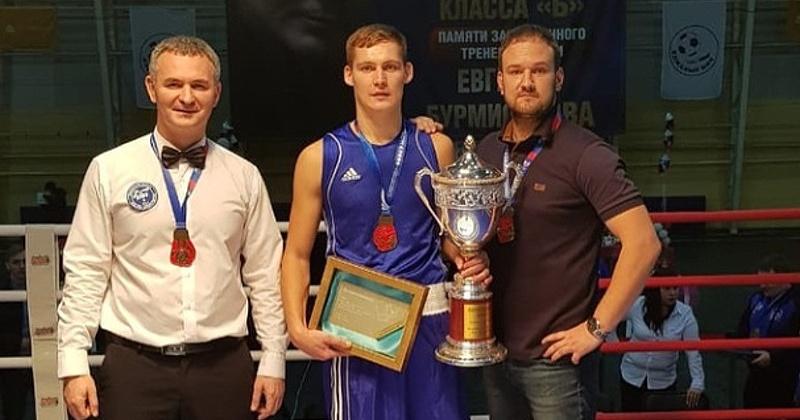 Более 150 боксеров защитили звания кандидатов в мастера спорта в рамках 17-го турнира класса «Б» по боксу памяти Евгения Бурмистрова в Магадане