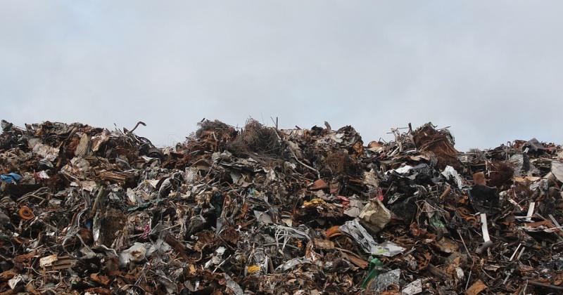 После вмешательства прокуратуры ликвидирована несанкционированная свалка коммунальных отходов в районе п. Армань площадью более 1,36 га