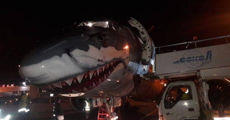 Самолет-акула приземлился в аэропорту Магадан