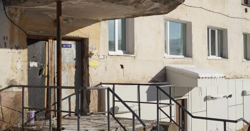 По факту обращения магаданцев к Сергею Смирнову управляющая организация начала ремонтные работы в доме