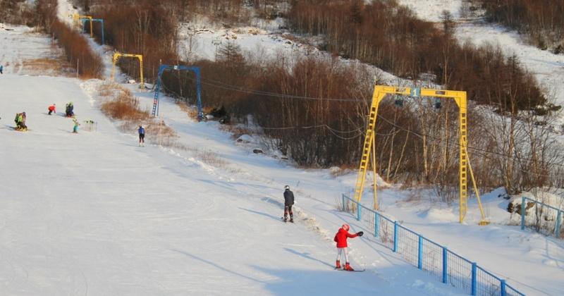 Безфундаментные канатно-бугельные подъемники в магаданской Русской горнолыжной школе готовы к приему спортсменов