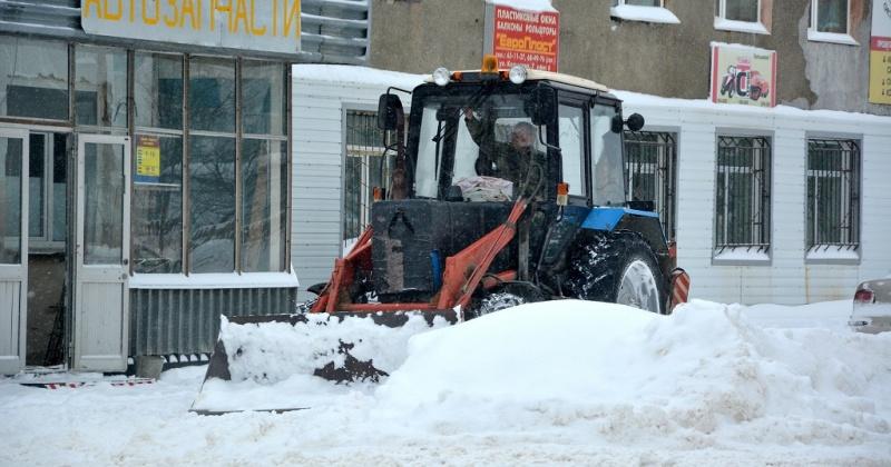 Автотэк, Марчекан и центральные улицы убирает сегодня дорожная техника в Магадане