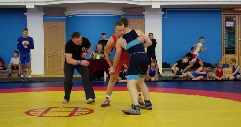 В турнире имени заслуженного тренера России по греко-римской борьбе Ивана Ситникова приняли участие 112 спортсменов трех возрастных категорий