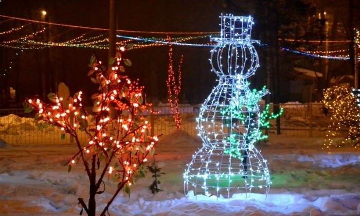 Гибкий неон, снежные и ледяные арт-объекты, световые панно и декоративные подсветки украсят новогодний Магадан