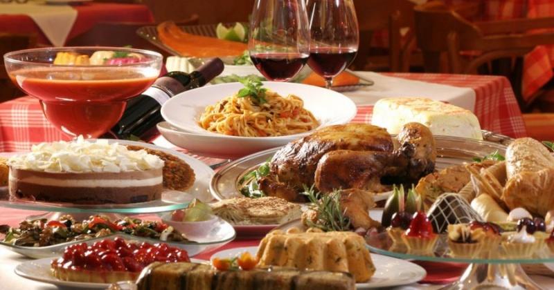 Подсчитаны расходы россиян на новогодний стол и подарки