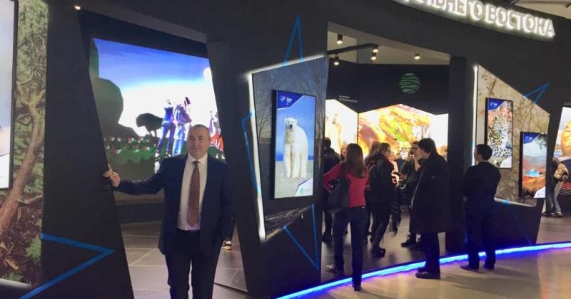 Мэр Магадана Юрий Гришан посетил выставку «Дни Дальнего Востока в Москве»