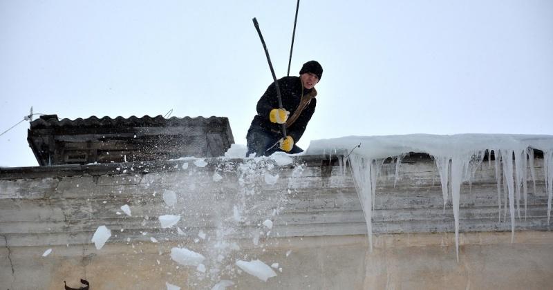 Осторожно: возможен сход снега с крыш!