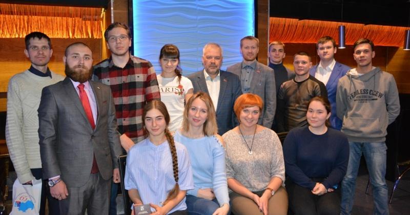 Самые активные члены Молодежной общественной палаты при Магаданской областной Думе были отмечены за работу в 2018 году