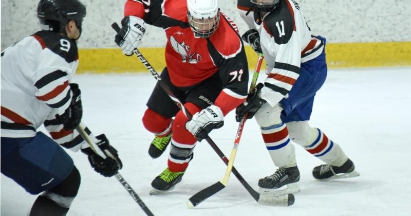 В Магадане близится к концу городской чемпионат по хоккею с шайбой