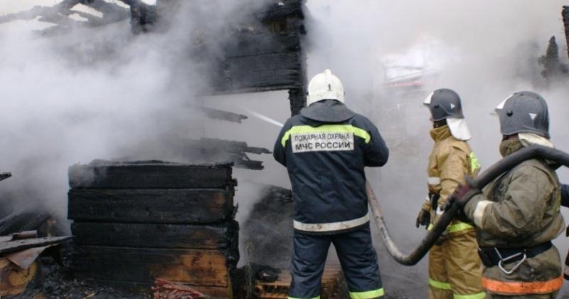Магаданские пожарные ликвидировали загорание строительного балка