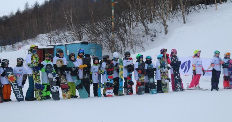 Для развития зимних видов спорта в Магадане активно продолжается работа на лыжных склонах Русской горнолыжной школы
