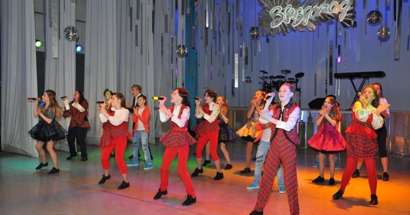 Традиционный городской конкурс молодых исполнителей эстрадной песни и танца «Звездопад» стартует в Магадане 29 марта