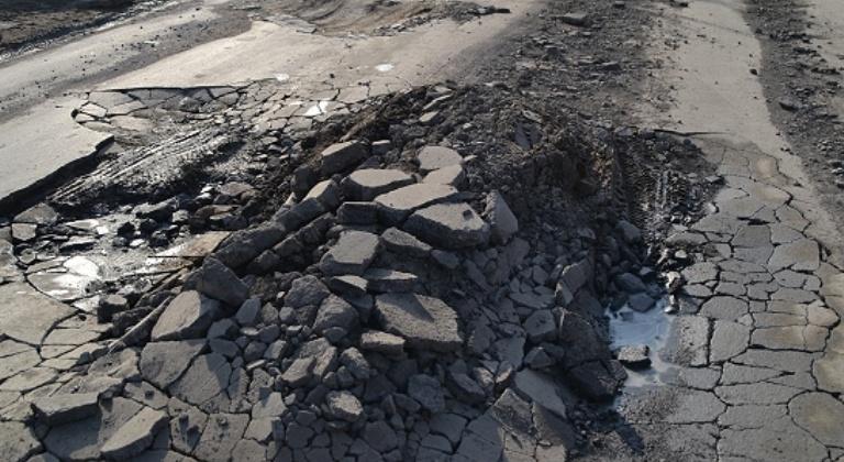 Более трех лет МУП г. Магадана «Магадантеплосеть» не могло восстановить асфальтобетонное покрытие после ремонта тепломагистрали
