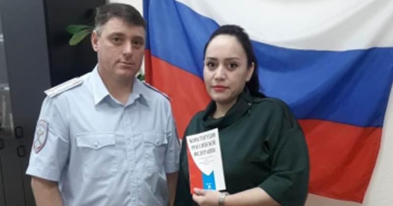 Полицейские Колымы выдали российский паспорт гражданке Таджикистана