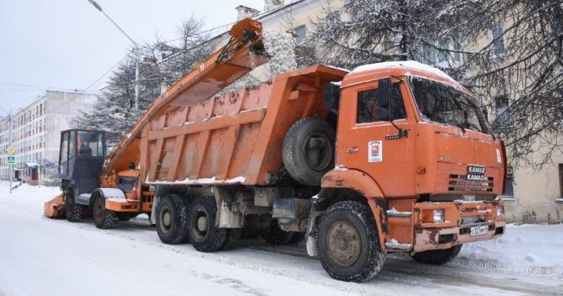 Портовое шоссе ограничено сегодня в Магадане для движения в связи с уборкой снега