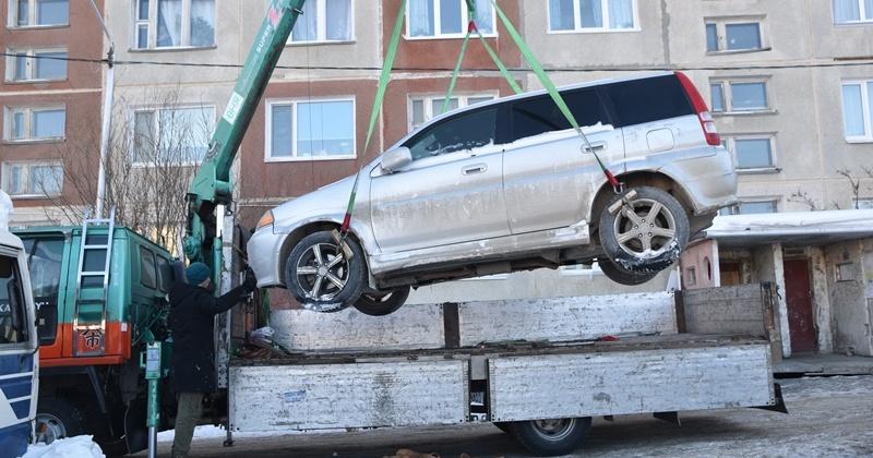 Три автомобиля магаданцев арестовали за долги перед энергетиками