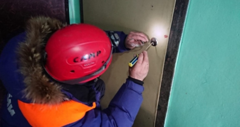 Магаданские спасатели оказали помощь пожилой женщине