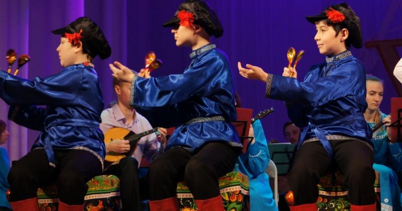 Соревнования по плаванию в зачет спартакиады, драма «На берегу мечты», концерт ансамбля народных инструментов и «Теремок»