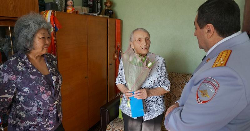На Колыме стартовала весенняя акция МВД России «8 Марта - в каждый дом»