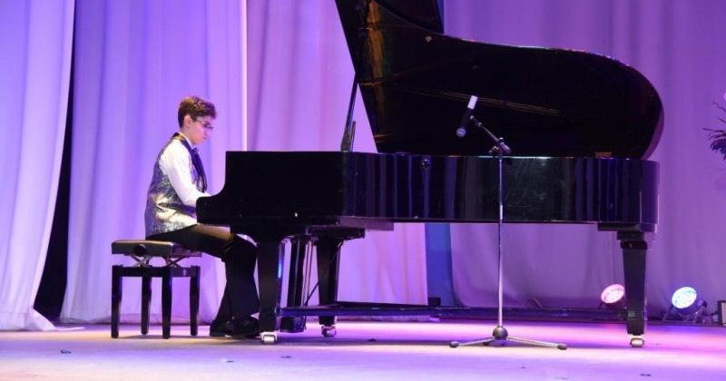Городской фестиваль популярной классической музыки «Юные таланты ХХI века» объединил более 150 ребят
