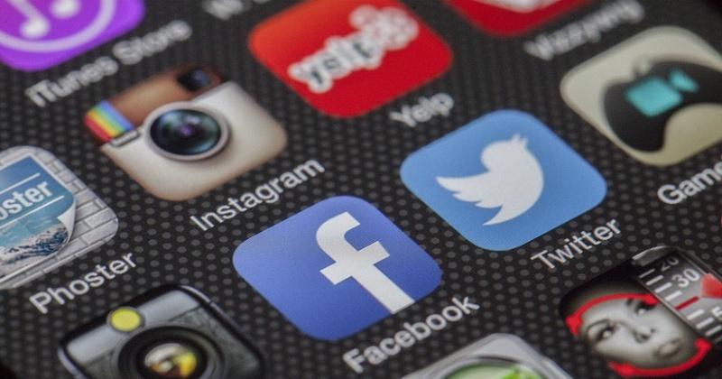 Медведев заявил о пользе соцсетей для чиновников