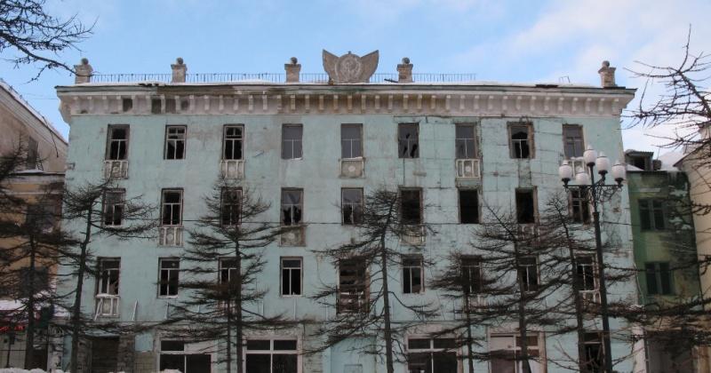 Герб СССР собираются водрузить на новострое на месте здания по Ленина, 16 в Магадане