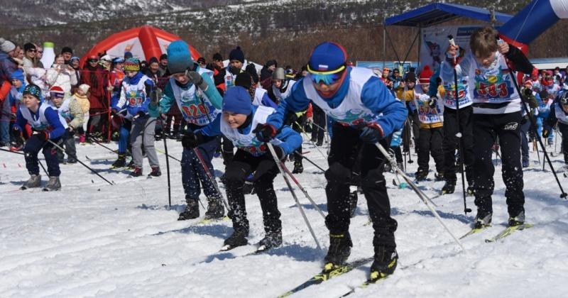 800 участников, именитые спортсменки и старт в 90 лет – в Магадане прошла 30-я «Лыжня Вяльбе»