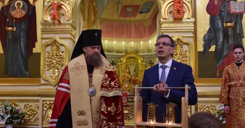 Депутат Магаданской областной Думы Александр Шаферов доставил в регион Благодатный огонь из Иерусалима