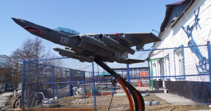 Модель истребителя ЯК-130 смастерили осуждённые магаданской колонии